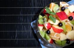 Insalata di frutta su priorità bassa bianca Immagine Stock Libera da Diritti