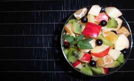 Insalata di frutta su priorità bassa bianca Fotografie Stock