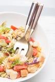 Insalata di pasta italiana con i pomodori Fotografie Stock