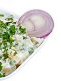Insalata di patata del pisello con la cipolla affettata Fotografie Stock