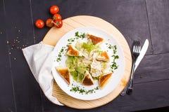 Insalata di Vegeterian con formaggio fritto Immagine Stock