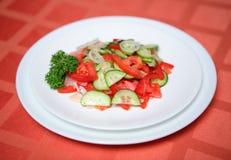 Insalata di verdure appetitosa del tomatoe del cetriolo Fotografie Stock