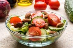 Insalata di verdure in ciotola di vetro Immagine Stock Libera da Diritti