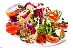 Insalata di verdure con formaggio fotografie stock