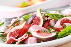 Insalata di verdure con i fichi freschi Fotografie Stock Libere da Diritti