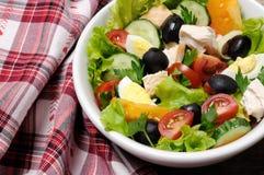 Insalata di verdure con il pollo e le uova Fotografia Stock