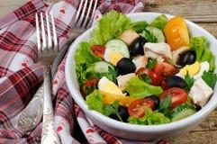 Insalata di verdure con il pollo e le uova Fotografia Stock Libera da Diritti