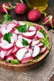 Insalata di verdure del ravanello in ciotola Immagini Stock Libere da Diritti