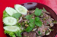 Insalata dolce tailandese del fegato sul piatto Fotografie Stock Libere da Diritti