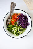 Insalata fresca con le carote ed il cavolo Immagini Stock Libere da Diritti