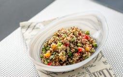 Insalata fresca della quinoa immagine stock