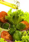 Insalata fresca sana con l'olio di oliva Immagini Stock Libere da Diritti