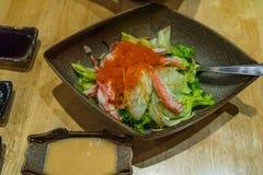 Insalata giapponese con la carota, la lattuga di iceberg, il cetriolo e la st del granchio Immagini Stock Libere da Diritti