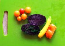 Insalata mista delle verdure con le patate porpora Fotografia Stock