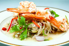 Insalata piccante con gamberetto è alimento tailandese popolare Profumo di erbe Immagine Stock Libera da Diritti