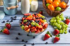 Insalata sana fatta della frutta fresca Immagini Stock