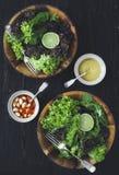 Insalata sana verde della lattuga con calce immagini stock