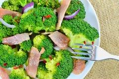Insalata sauteed dei broccoli con bacon ed aglio Fotografia Stock Libera da Diritti