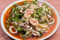Insalata tailandese dei frutti di mare di stile Fotografie Stock Libere da Diritti