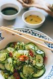 Insalata tailandese del cetriolo con sesamo ed il peperoncino rosso Fotografia Stock Libera da Diritti