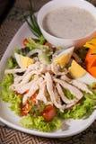 Insalata verde fresca con il backgrou fresco di estate della lattuga e del pollo fotografie stock
