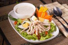 Insalata verde fresca con il backgrou fresco di estate della lattuga e del pollo immagine stock libera da diritti