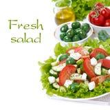 insalata verde fresca con le verdure e feta ed ingredienti fotografie stock libere da diritti