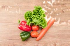 Insalate di verdure della primavera fotografie stock
