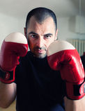 Inscatolamento dell'uomo con i guanti Fotografie Stock Libere da Diritti