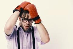 Inscatolamento e conflitto comico Uomo con la setola ed il fronte spaventato Fotografia Stock Libera da Diritti