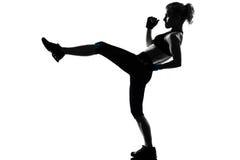 Inscatolamento kickboxing del pugile di posizione della donna Fotografia Stock Libera da Diritti