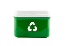 Inscatoli la plastica con riciclano il segno isolato su fondo bianco Fotografie Stock Libere da Diritti