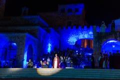 Inscenizacja w starej średniowiecznej ćwiartce Caceres z okazji uczty Świątobliwy George zdjęcie stock