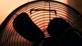 Inschakelen en van de ventilator Close-up stock video