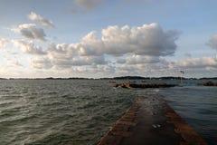 Inschepende kade aan eiland Ile DE brehat in Bretagne royalty-vrije stock foto