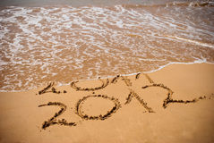Inschrijving 2011 en 2012 op een strandzand Stock Foto