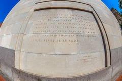 Inschrijving buiten het de Holocaust Herdenkingsmuseum van Verenigde Staten, Washington DC stock afbeeldingen