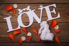 Inschrijving en de engel die de Dag van Valentine symboliseren Royalty-vrije Stock Afbeeldingen