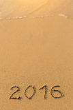 2016 - inschrijving op zandstrand Stock Afbeelding