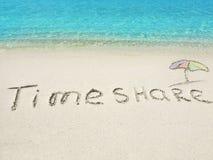 Inschrijving Timeshare in het zand op een tropisch eiland, de Maldiven Stock Afbeelding