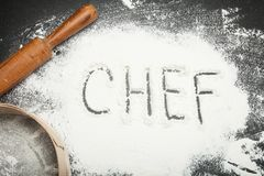 Inschrijving van de chef-kok bij de werkplaats in de keuken royalty-vrije stock afbeelding