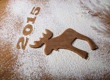 Inschrijvings 2015 Kerstboom en vorm van Amerikaanse elanden op houten Ta Royalty-vrije Stock Afbeeldingen