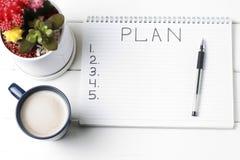 Inschrijvingsplan in blocnote, close-up, hoogste mening, concept planning, doel het plaatsen stock afbeeldingen