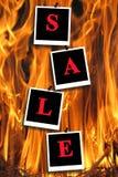 Inschrijvingsverkoop op de achtergrond van vlam stock afbeeldingen