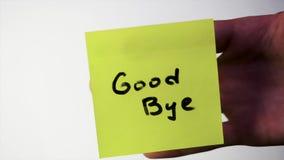 Inscrição adeus na etiqueta no vidro Note ADEUS no vidro da pessoa ofendida, fundo branco filme