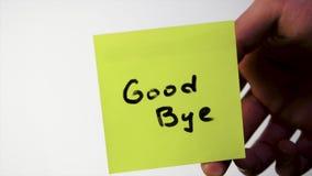 Inscrição adeus na etiqueta no vidro Note ADEUS no vidro da pessoa ofendida, fundo branco vídeos de arquivo