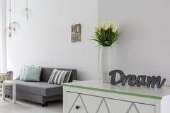Inscrição 3D decorativa em uma caixa de gavetas branca Imagens de Stock Royalty Free