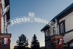 2016: Inscrição de Caserne Turenne acima da porta dos enrolmen Imagens de Stock