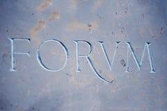 Inscrição do FÓRUM no mármore azul Fotos de Stock Royalty Free