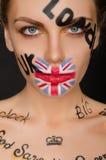 Inscrição e bandeira de Inglaterra na cara do ` s da mulher Foto de Stock Royalty Free